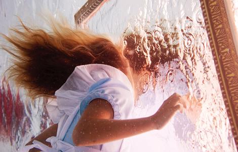 Подводный мир Елены Калис: Alice in Waterland (28 фото)